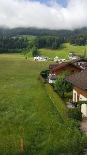 Vue depuis l'Hotel Zum Jungen Roemer sur remontees mecaniques