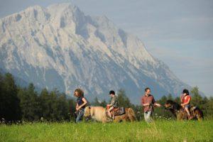 Randonnée à dos de poney, Activités enfants, Familien-Landhotel Stern, Tyrol