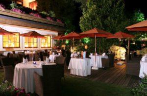 Terrasse du restaurant Theresia dans son jardin Feng Shui